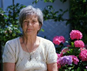 Femme de soixante ans épanouie