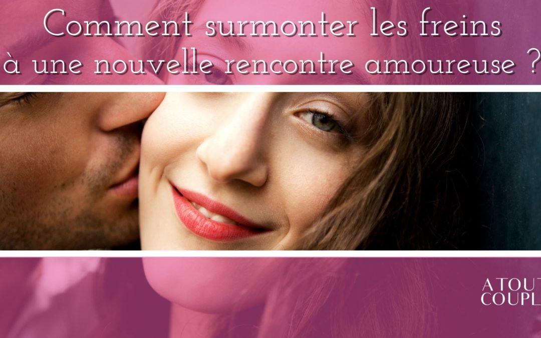 Homme qui embrase une femme sur la joue