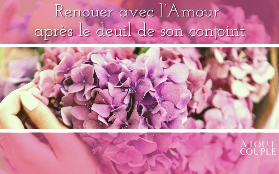 Mains tenant un bouquet de fleurs
