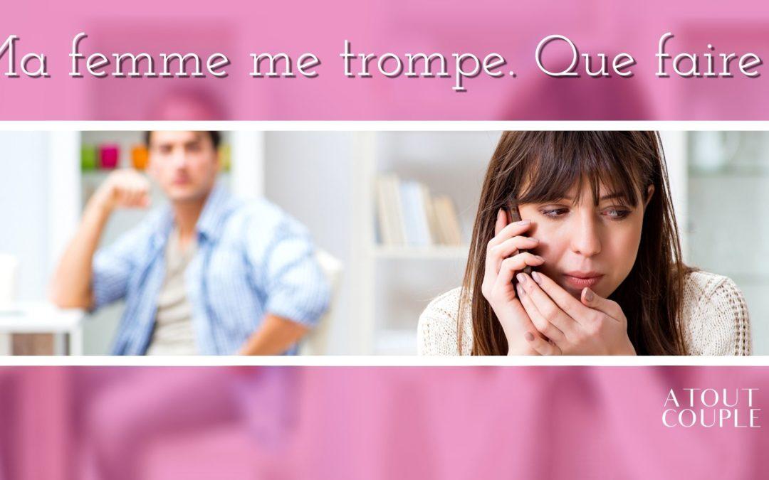 Femme murmurant au téléphone